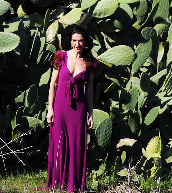 Vestido-plumas-violeta-Valeria-derbais-en-Libe-llule-4