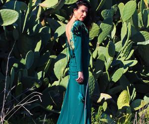 vestido-plumas-verde-Valeria-Derbais-en-Libe-llule-1