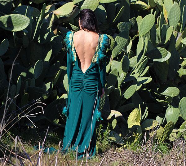 vestido-plumas-verde-Valeria-Derbais-en-Libe-llule-2