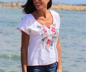 Camisa-Frida-Blanca-ribete-rojo-Libe-llule-4