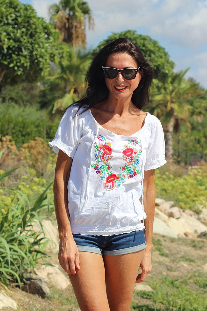 Camisa-Frida-Blanca-ribete-rojo-Libe-llule-7
